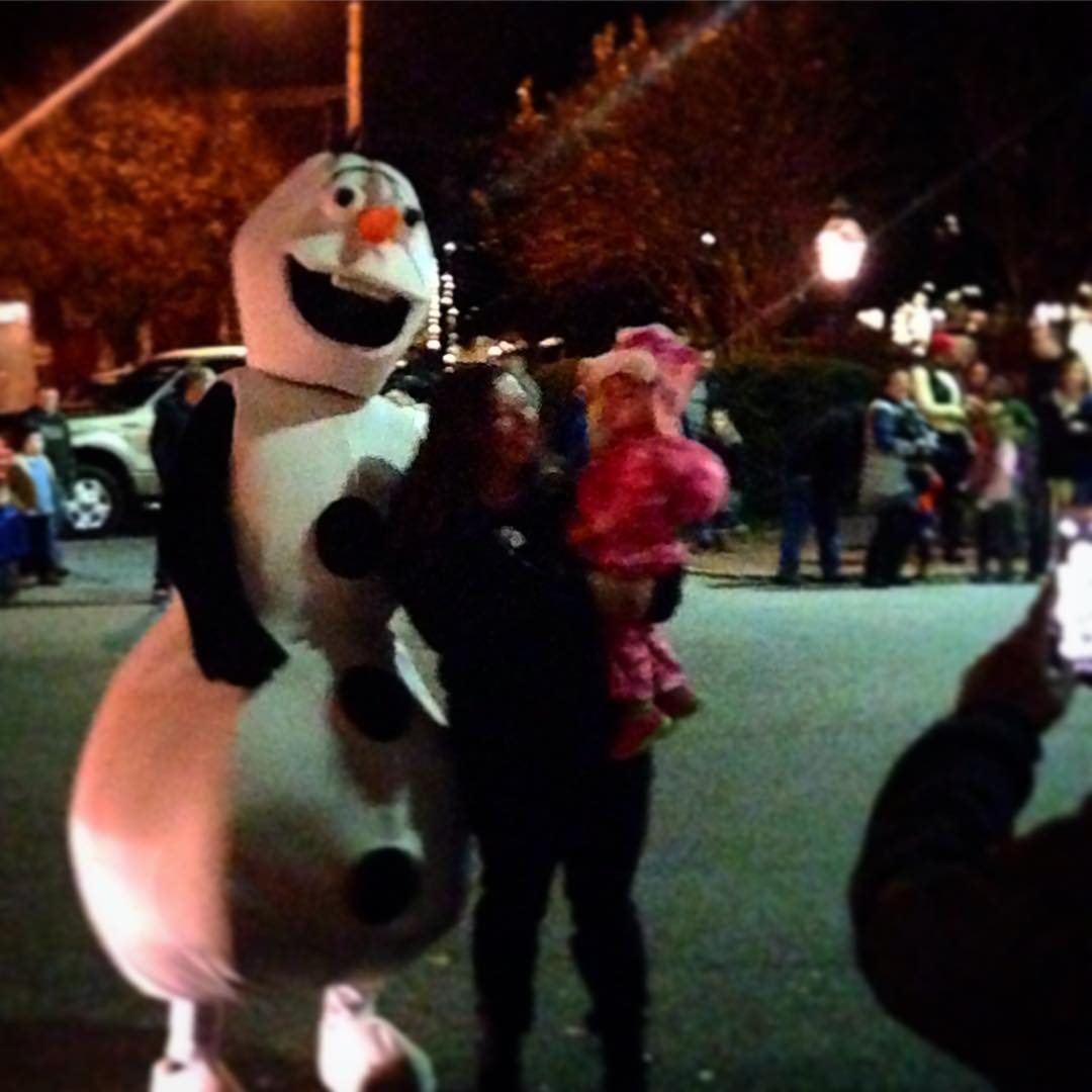 Olafs first trip to Chestertown! notfrosty downtownchestertown homefortheholidays